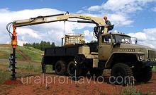 Бортовой автомобиль УРАЛ-4320 с КМУ ИМ-95 за кабиной