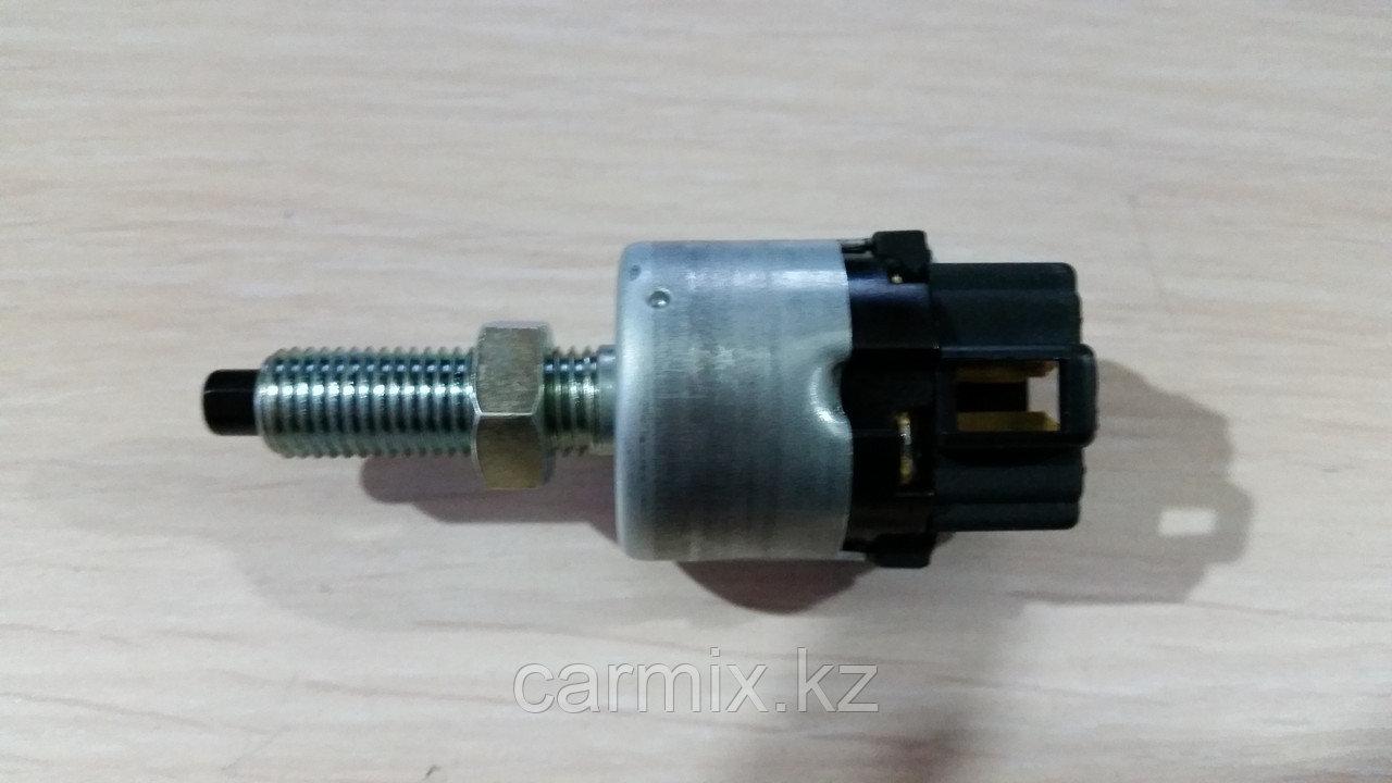 Датчик заднего хода/ датчик включения стоп сигнала Mitsubushi Montero Sport