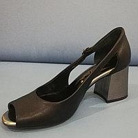Женские туфли чёрные, каблук серый