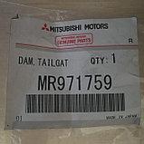 Уплотнитель стекла задней багажной двери MONTERO SPORT K96W, фото 3