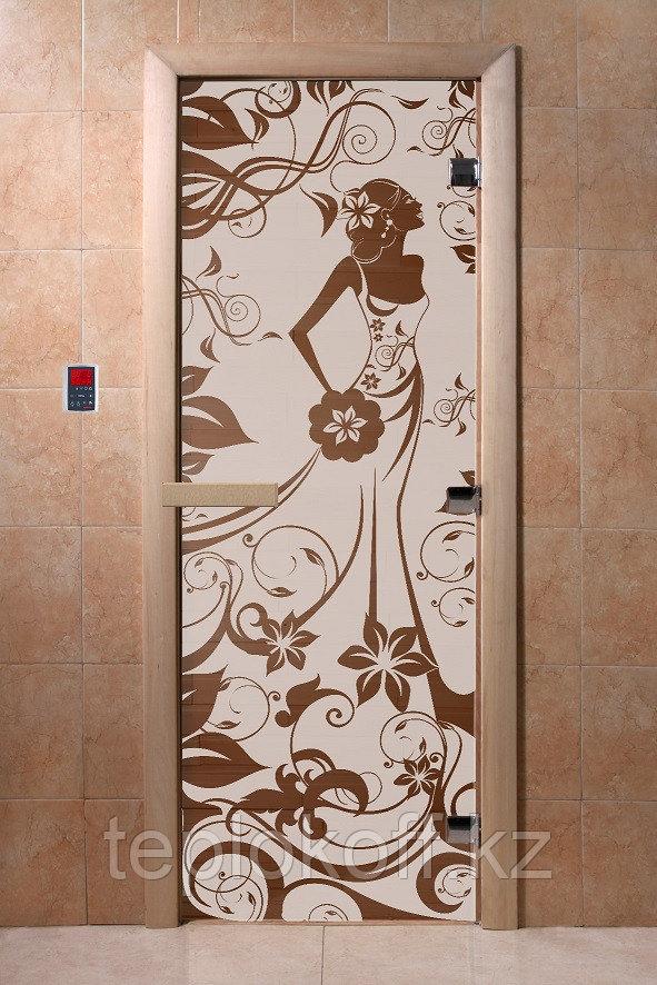 Дверь стеклянная DoorWood Девушка в цветах (стекло бронза 6 мм, 2 петли, коробка хвоя) 1900*700