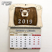 Календарь в деревянном исполнении.