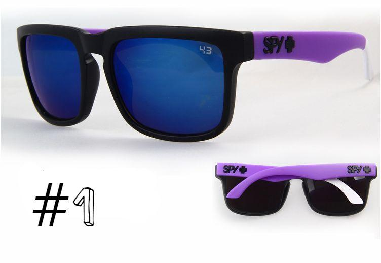 Солнцезащитные очки SPY+ Helm, черная оправа, фиолетовые дужки.