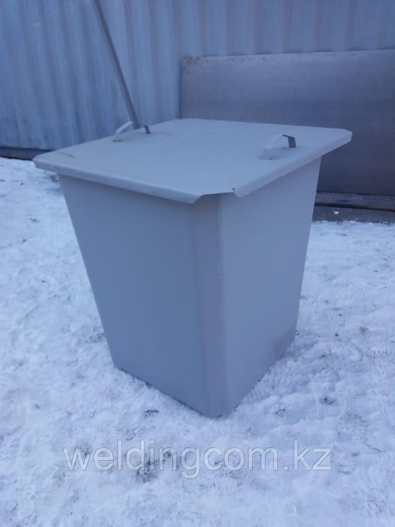 Мусорный контейнер 0,75 куб с крышкой на ножках