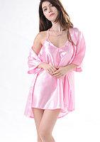 Розовый атласный халат с пеньюаром