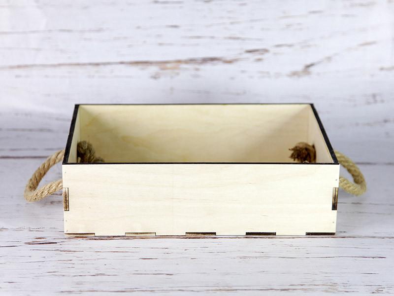 Деревянный ящик с ручками-верёвками без покраски. Размер: 30*20*8,5 см.