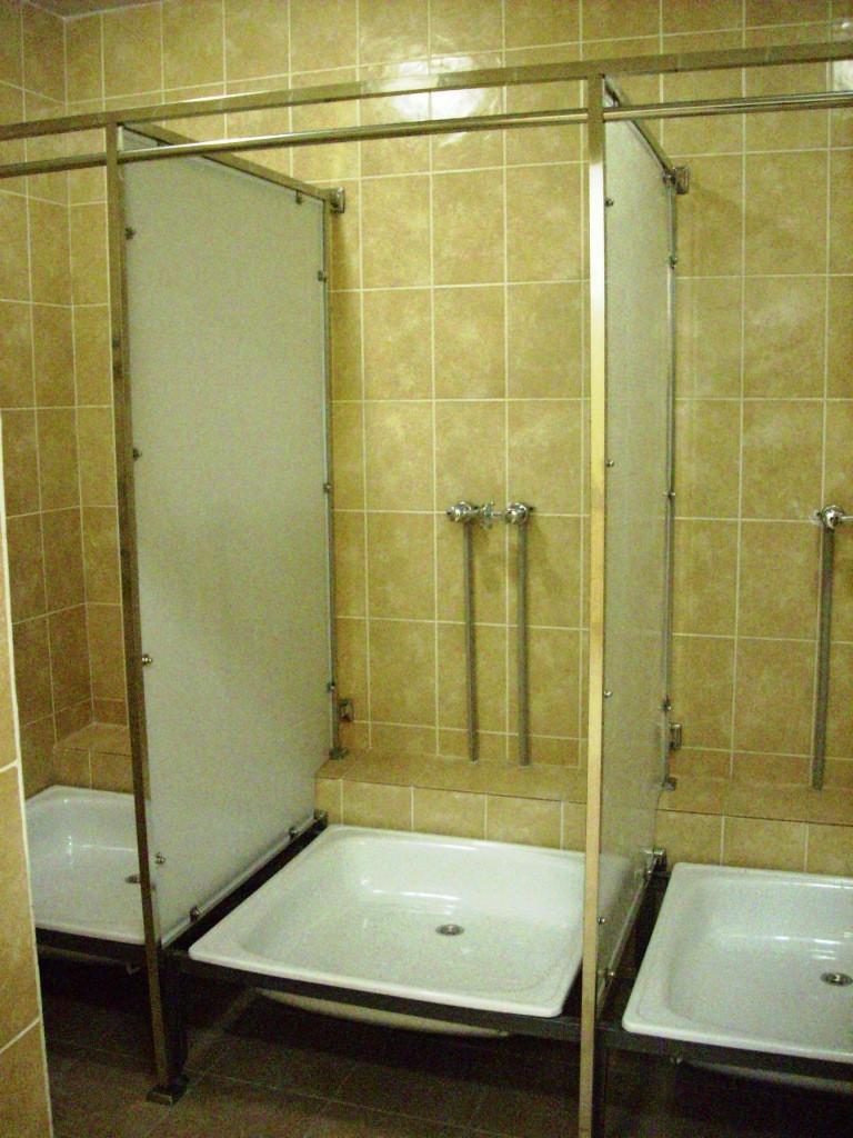 Душевые и туалетные кабинки