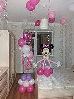 Микки Маус с фонтаном из шаров с сосками