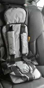 Бескаркасное детское автокресло Берри серый цвет