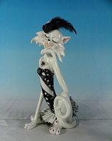 Статуэтка декоративная ENS Кошка-модница, Высота: 315 мм, Материал: Полистоун, Цвет: Белый, (AG02093H)