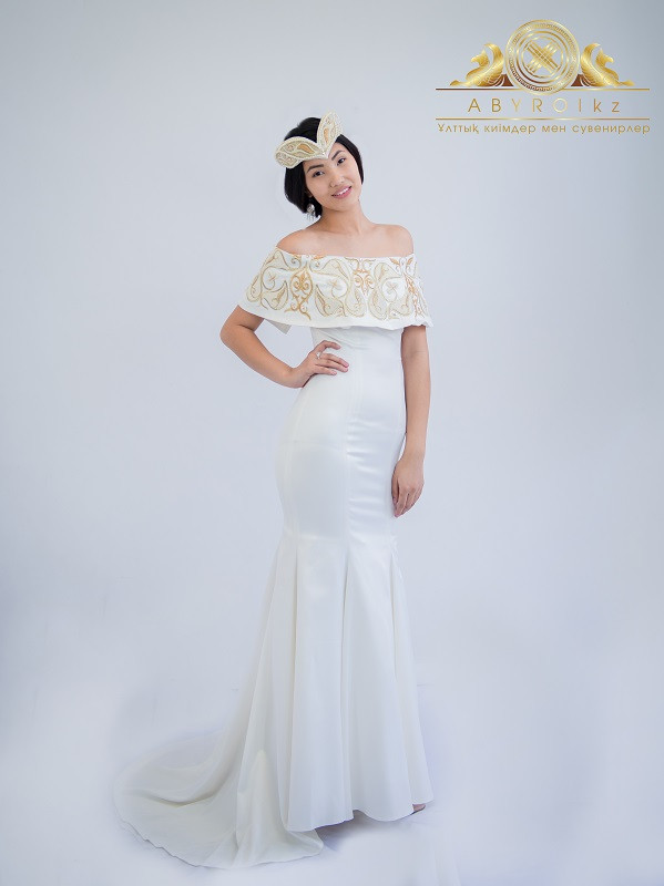 Платье с казахским орнаментом
