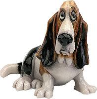 Статуэтка декоративная Arora Собака Бассет Чарли Фарлей, Высота: 190 мм, Материал: Керамистоун, Цвет: Разноцве