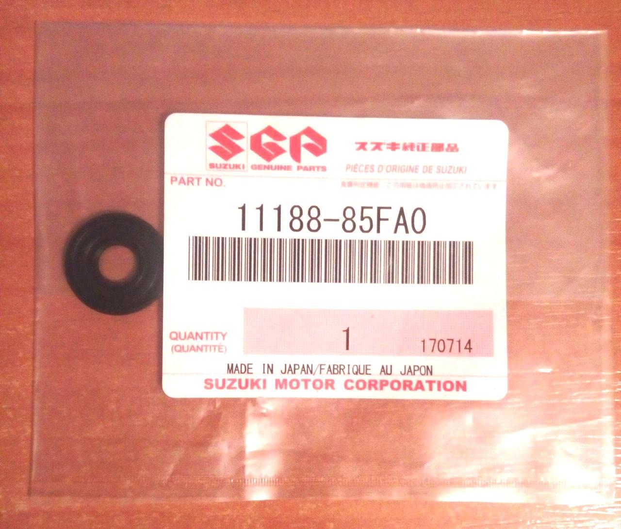 Шайба уплотнительная масляная шпильки клапанной крышки оригинал Suzuki 11188-85FA0