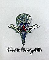 Значок металлический ВДВ( парашютист с 2 самолетами и красной звездой)