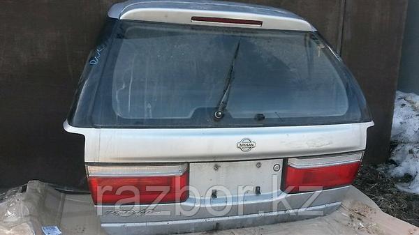 Дверь багажника Nissan R'nessa