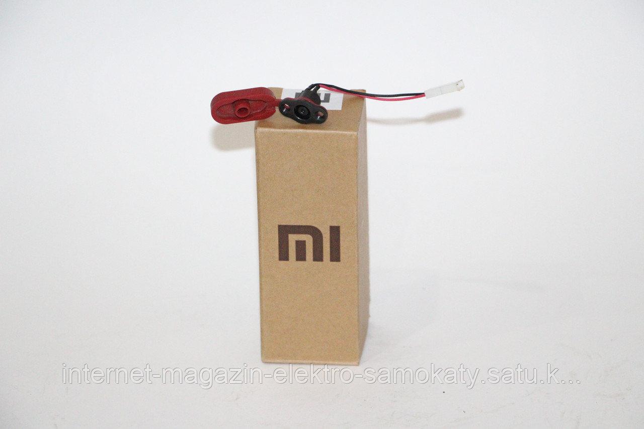 Разъем зарядки с крышкой оригинал для электро-самоката Xiaomi Mijia M365 Smart Electric Scooter