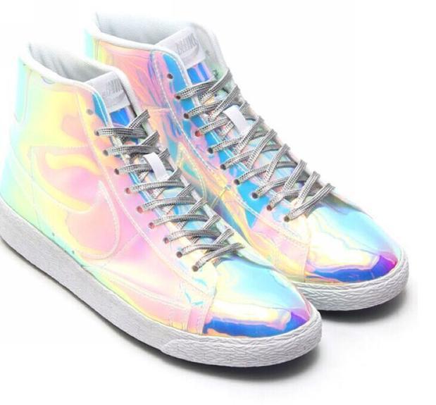 Зеркальные кроссовки Nike  Blazer Mid в Алматы