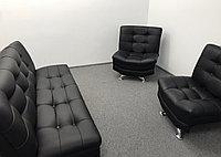 Диван для офиса с двумя креслами