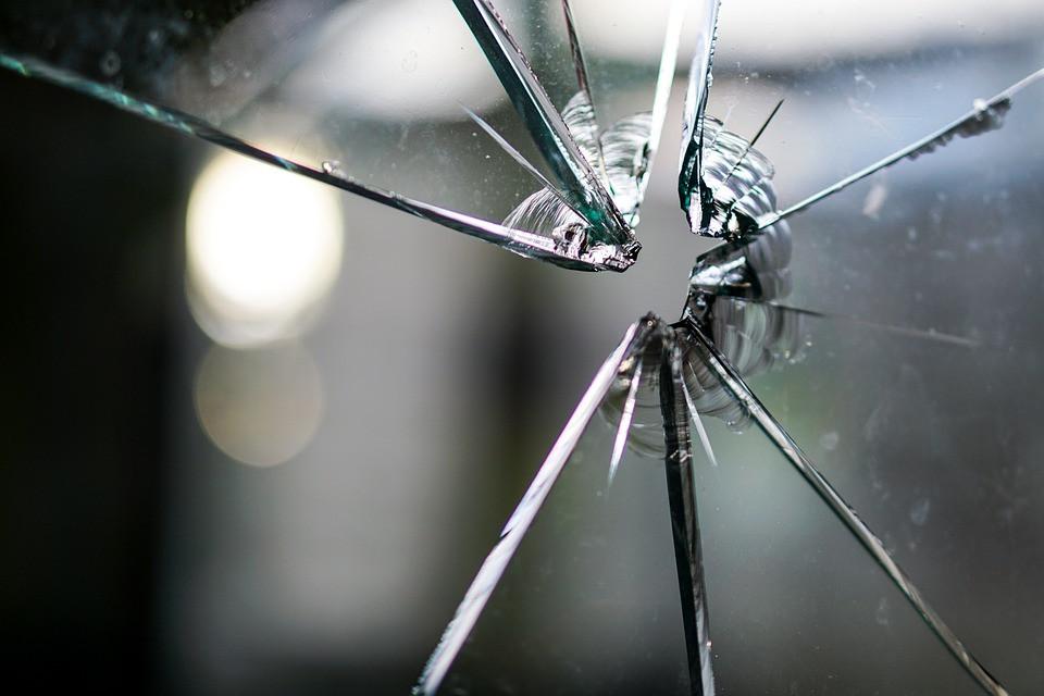 Ремонт пластиковых окон, ремонт пластиковых дверей Замена разбитого стекла