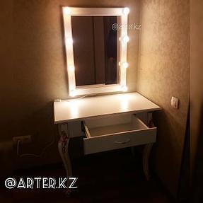 Гримерный стол с зеркалом 1