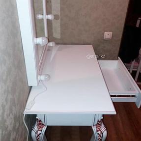 Гримерный стол с зеркалом 2