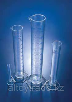 Цилиндр мерный с носиком высокий, 25 мл, ц.д.0,5 мл, класс А, 6-гранное основание, синяя напечатанная шкала, РМР (Azlon)