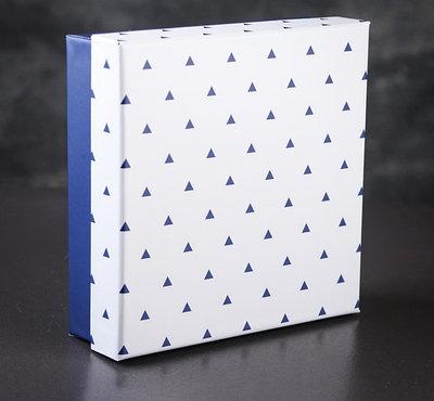 Коробка подарочная 19 х 19 х 6 см   3811864