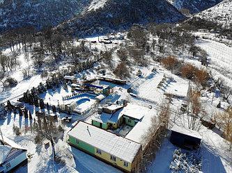 Свежайший искристый воздух, яркое солнце, красивейшие горные пейзажи - это наш зимний отдых