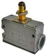 МП 1305 У2 исп.01, IP54,толкатель с продольным расположением ролика, фронтальный, гайки  (ЭТ)