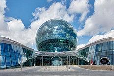 Павильон «Нур Алем» -главный объект выставки EXPO-2017 — единственное в мире здание в форме сферы диаметром целых 80 м, увенчанное фотоэлектрическими панелями и двумя бесшумными ветровыми генераторами, обеспечивающими здание электроэнергией.