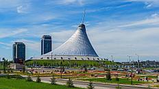 Хан-Шатыр – яркая достопримечательность в современной архитектуре Астаны, и в то же время огромный торгово-развлекательный центр города. Самый большой шатер в мире.