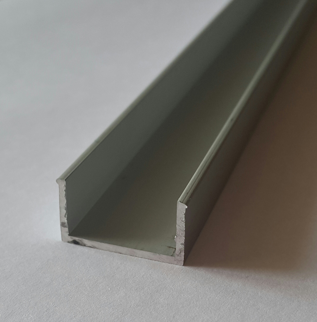 Алюминиевый швеллер 18мм х 18мм х 1мм