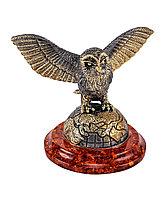 Фигурка Сова Хэдвиг на земном шаре. Подставка из янтаря. Ручная работа