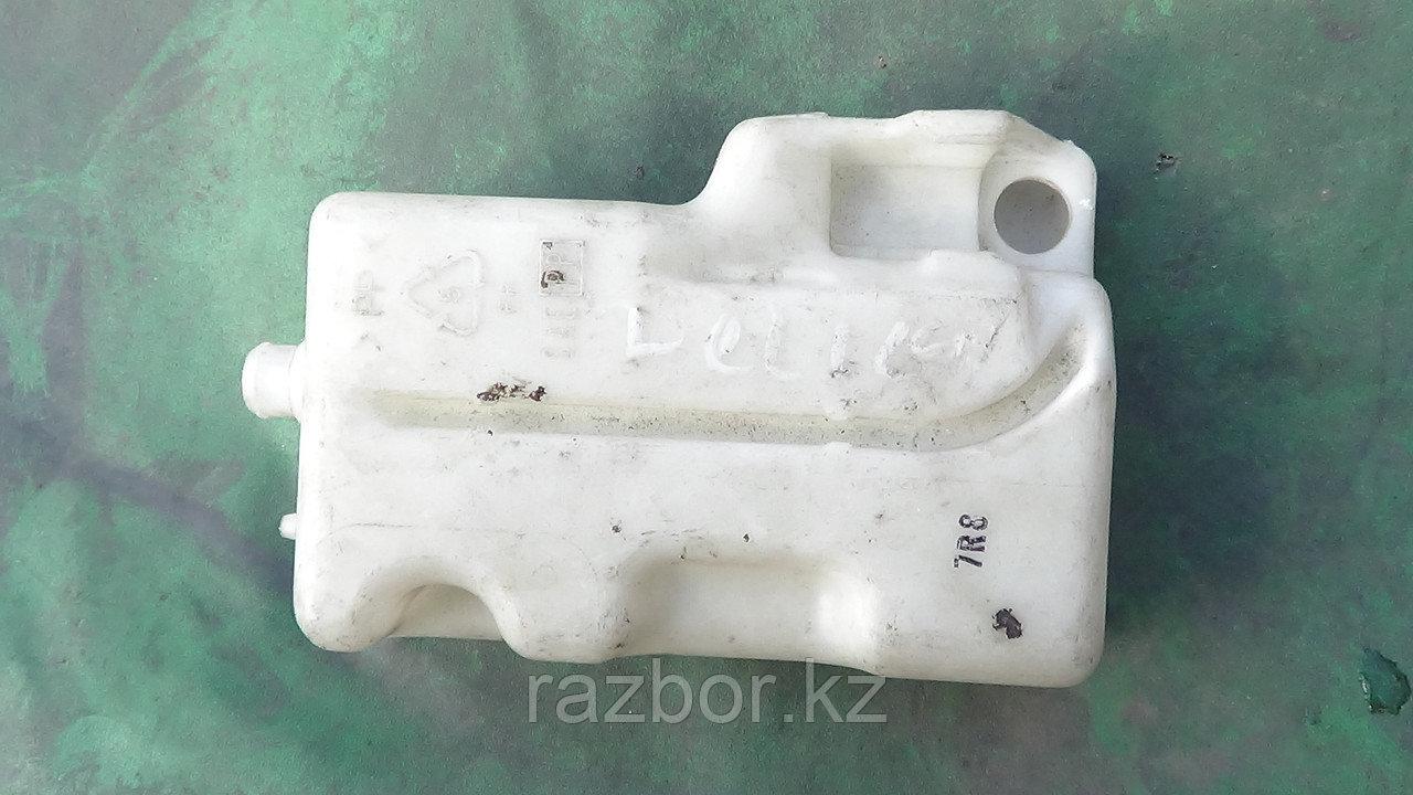 Бачок омывателя заднего стекла Mitsubishi Delica P35W