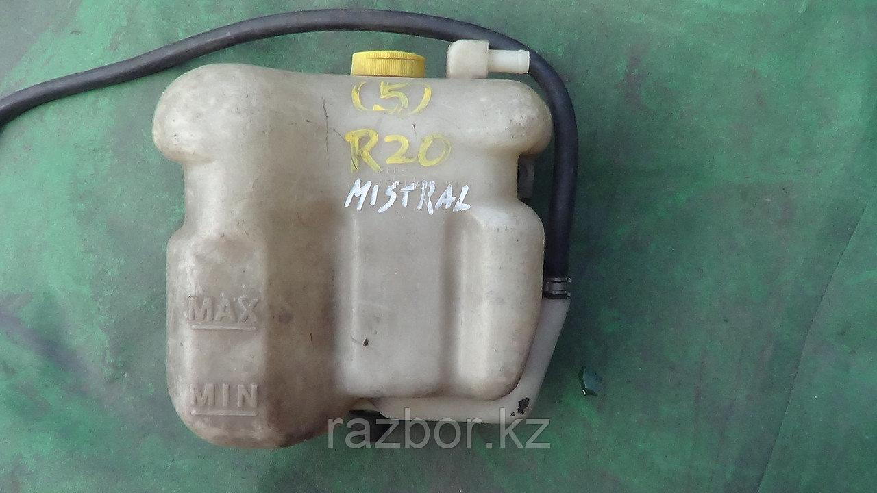 Бачок расширителя Nissan Mistral