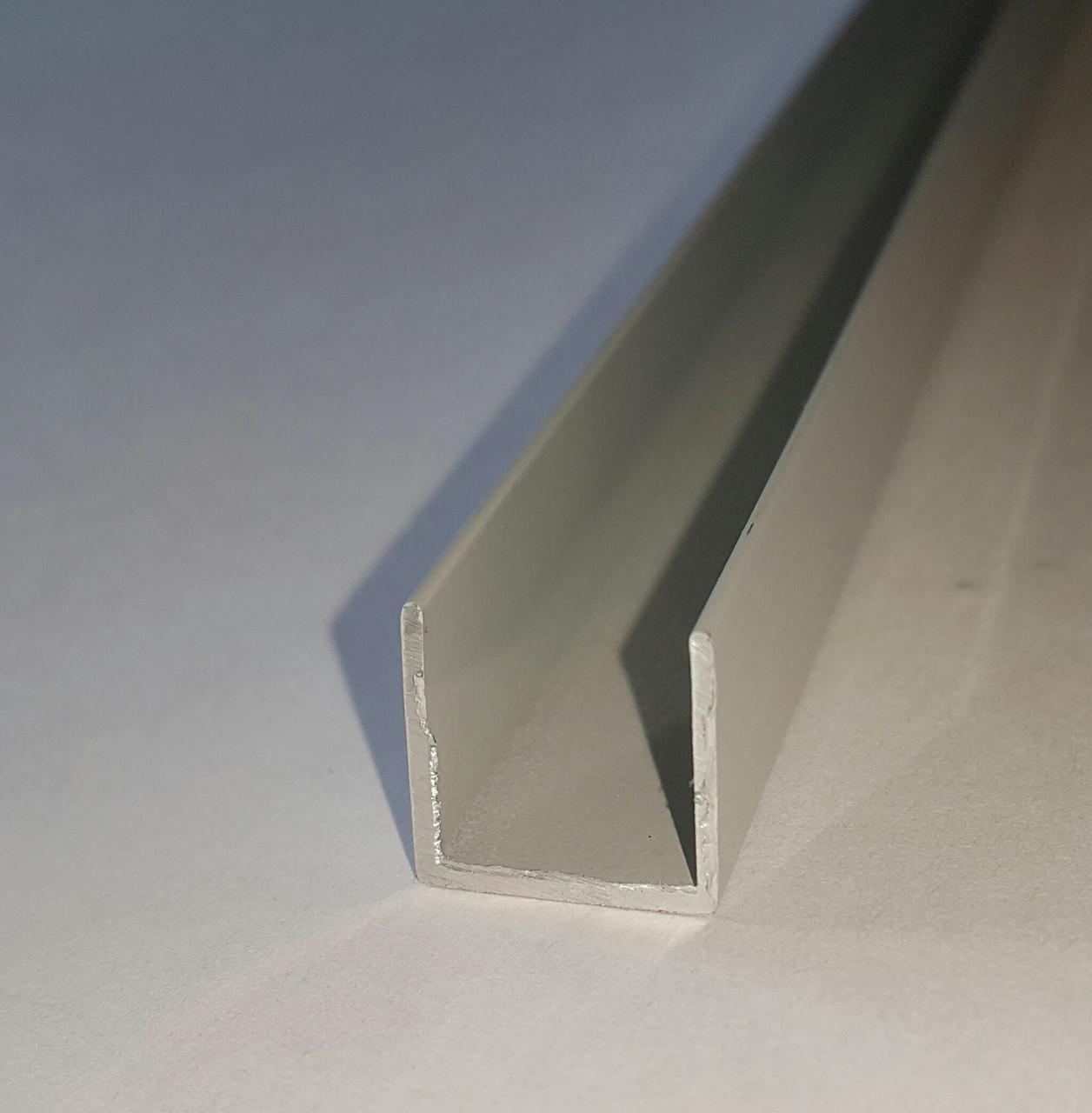 Алюминевый уголок 38мм х 19мм х 2мм