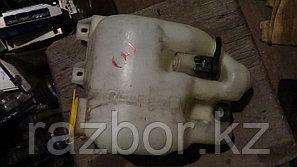 Бачок омывателя лобового стекла Subaru Forester (SG5)