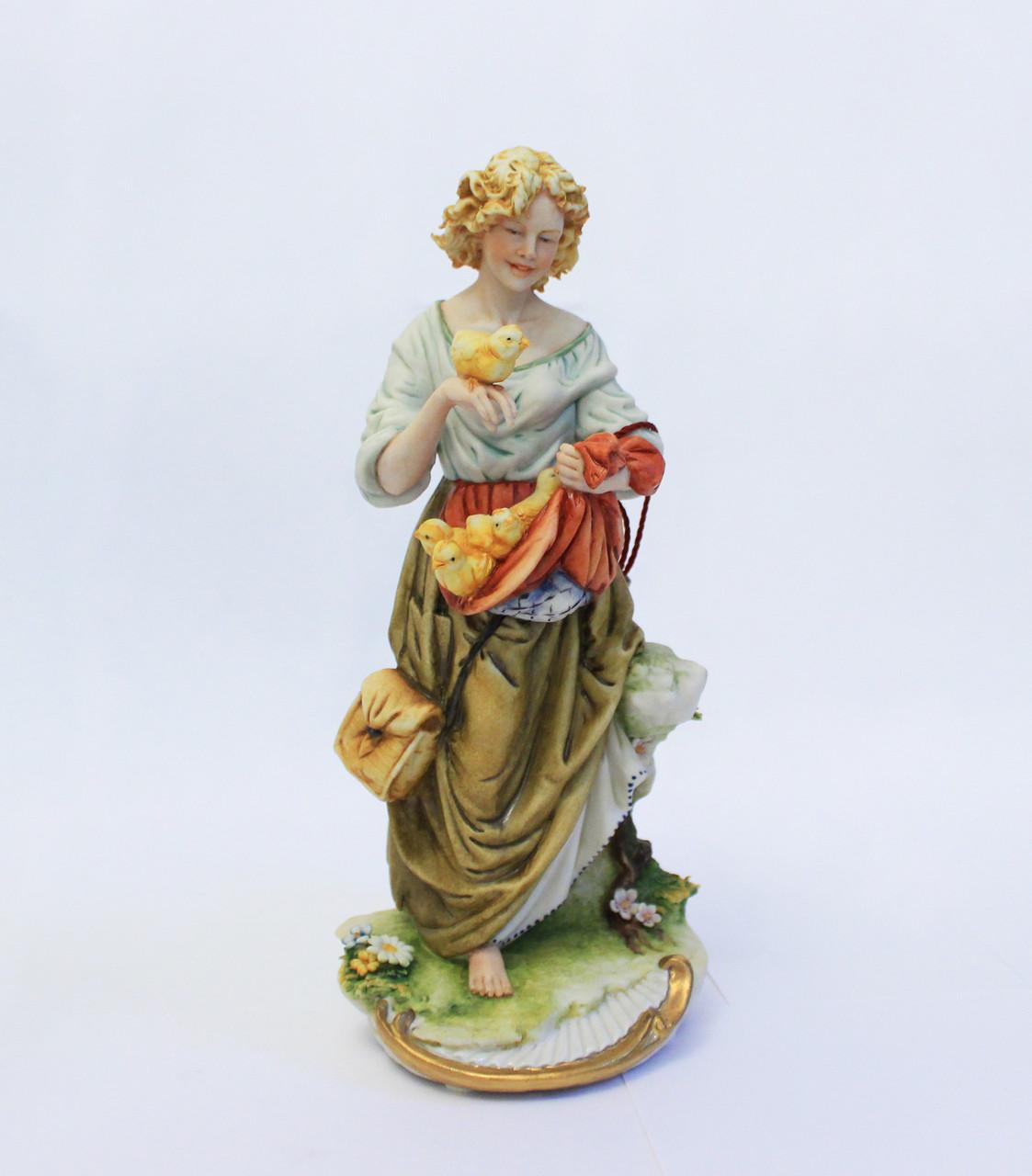 Фарфоровая статуэтка Птичница. Ручная работа, Италия