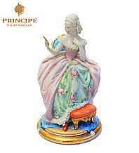 Фарфоровая статуэтка Дама с зеркальцем. Итальянский фарфор. Ручная работа.