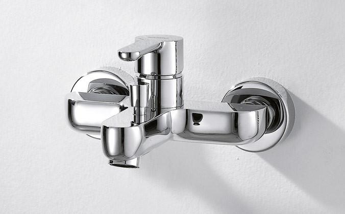 Смеситель Bravat Stream F63783C-01A  для ванны с коротким изливом  БЕЗ АКСЕССУАРОВ