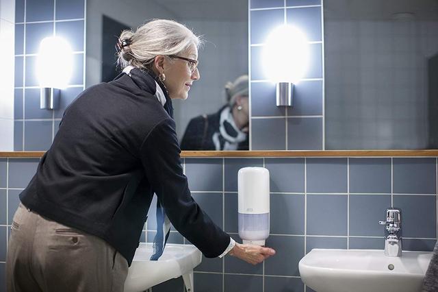 автоматический диспенсер для пенного мыла в картриджах tork