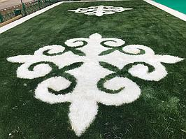 Укладка искусственного газона спортивный 4см и декоративный  с казахскими орнаментами в городе Алматы (Турксибский район) 13