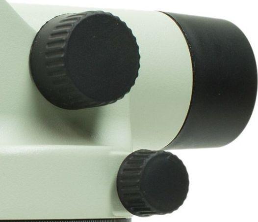 Лимб, расположенный в нижней части нивелира, позволяет измерять горизонтальные углы с высокой точностью