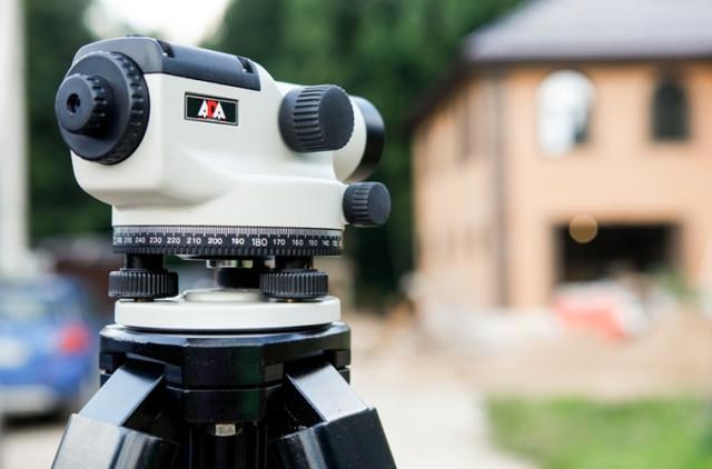 С помощью данного устройства Вы сможете не только определять превышения, но и измерять расстояние до объектов