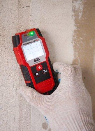 Для использования детектора ADA Wall Scanner 80 достаточно выбрать нужный режим и перемещать устройство возле стены или потолка
