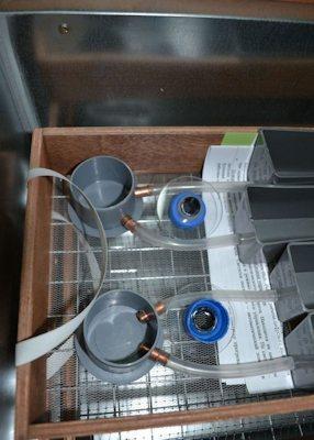 Простая система долива воды в резервуары для поддержания влажности