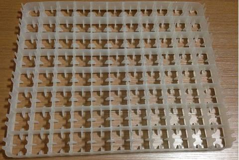 В комплекте 4 куриных лотка на 88 яиц каждый