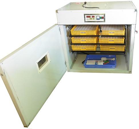 Внутрь инкубатора вы сможете поместить сразу 528 куриных яиц