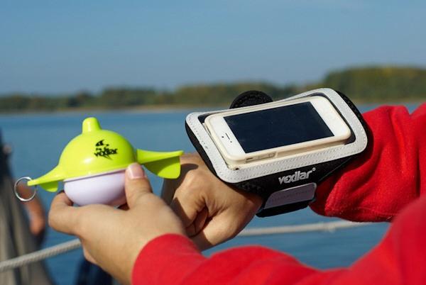 """Эхолот """"Vexilar SONARPHONE SP100"""" укомплектован наручным чехлом для смартфона"""