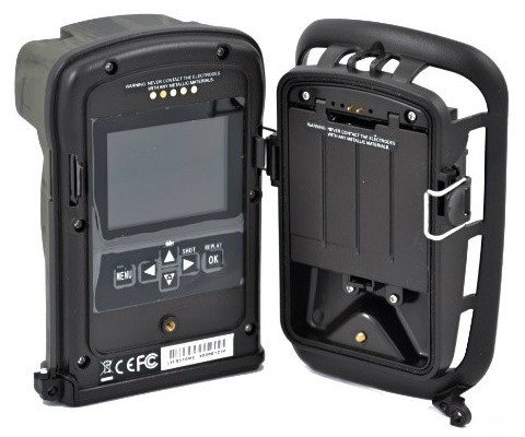 Прибор состоит из 2-х частей: самой фотоловушки с батарейным отсеком и крепежного модуля с дополнительным аккумуляторным отсеком